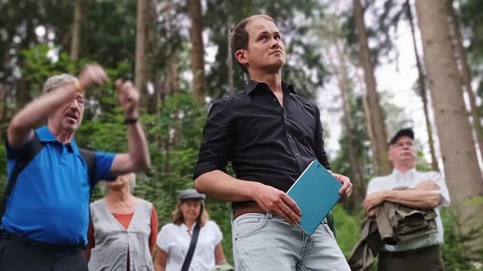 Auf Waldexkursion mit Hans Praxenthaler